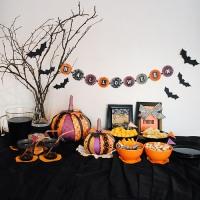 Halloween kattaus ja paperikurpitsat