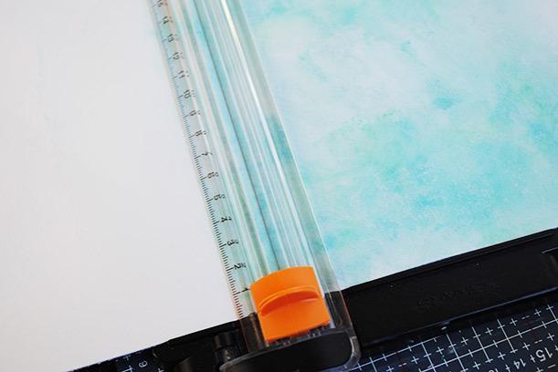 Synttärikortti värikkäällä taustalla vaihe vaiheelta