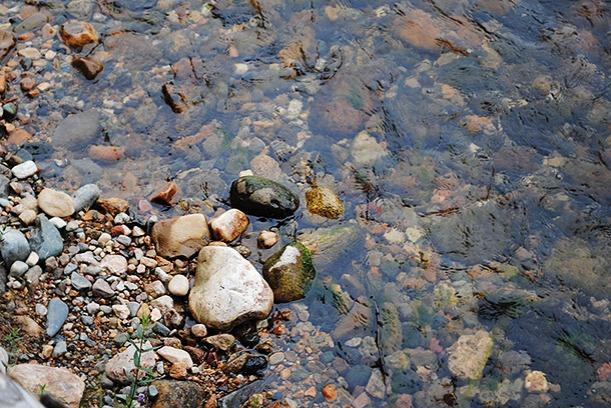 Kitkajoki ja kivet